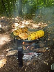 Auf offenem Feuer Braten mit der Turk Pfanne